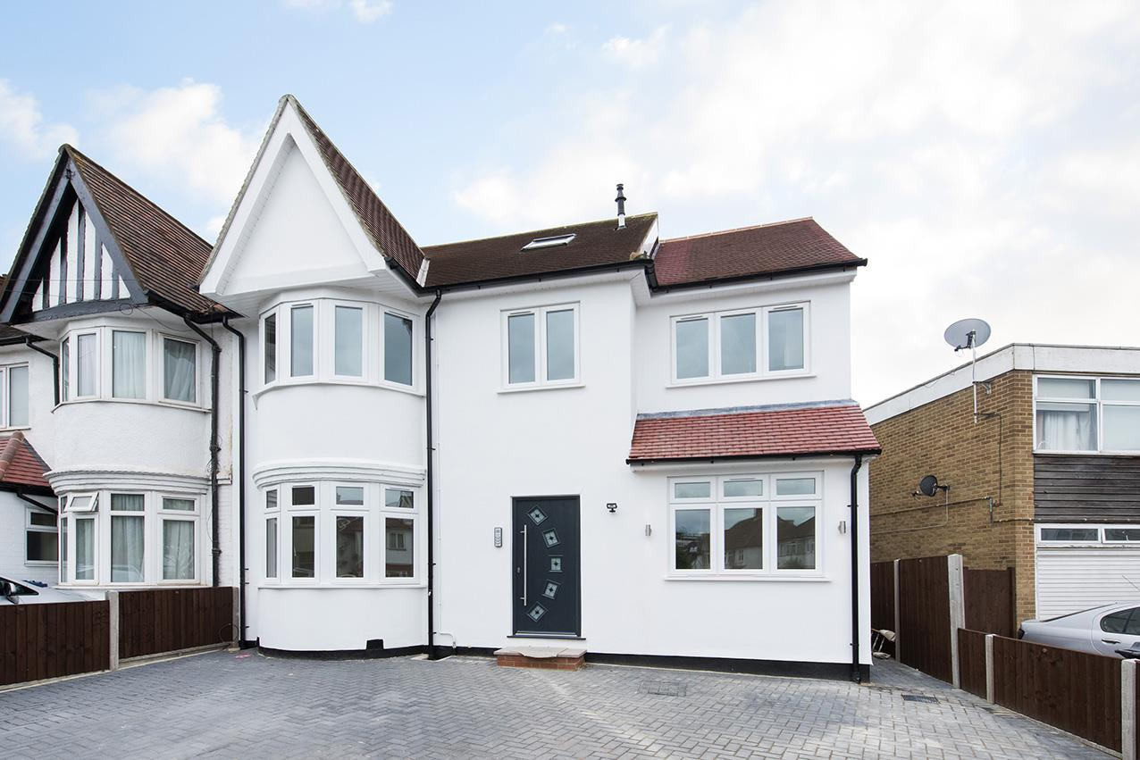 Flat for sale in Heather Gardens, NW11